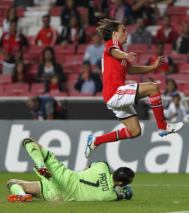 Benfica's Lazar Markovic, jumps next to Anderlecht's goalkeeper Silvio Proto during the Champions League group C soccer match between Benfica and Anderlecht Tuesday, Sept. 17, 2013, at Benfica's Luz s