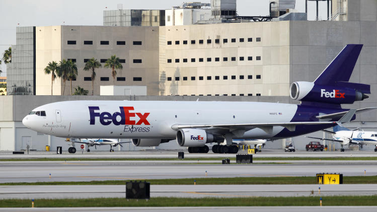 FedEx profit falls on weak airfreight business