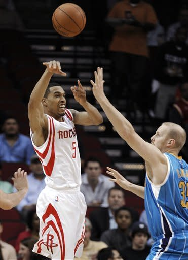 Martin scores 32 in Houston's 90-88 OT win
