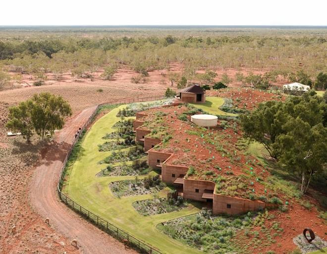 Globe Trotting: Take a Look at Gorgeous Cave-like Dwellings in Rural Australia