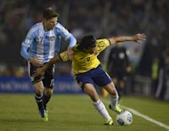 Colombia's Radamel Falcao (R) tries to fend off a challenge from Argentina's Federico Fernandez during their Brazil 2014 FIFA World Cup South American qualifier football match, at the Monumental stadium in Buenos Aires, on June 7, 2013. The match ended 0-0