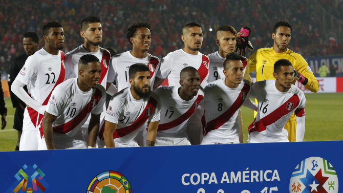 Peru's team pose during a Copa America semifinal soccer match between Chile and Peru at the National Stadium in Santiago, Chile, Monday, June 29, 2015. (AP Photo/Andre Penner)