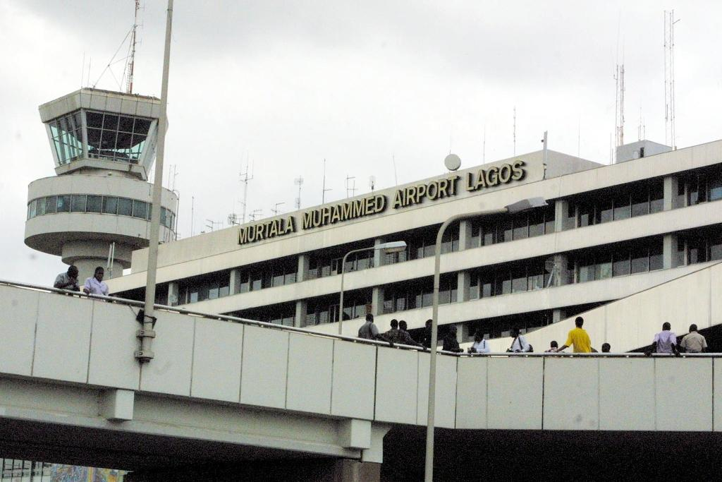 Nigeria air traffic controllers suspend crippling strike