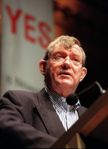 El escritor y crtico de arte australiano Robert Hughes, en 1999 en Sdney