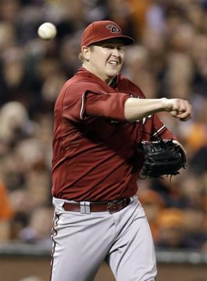 Cahill takes no-hit bid into 7th, D-backs top SF