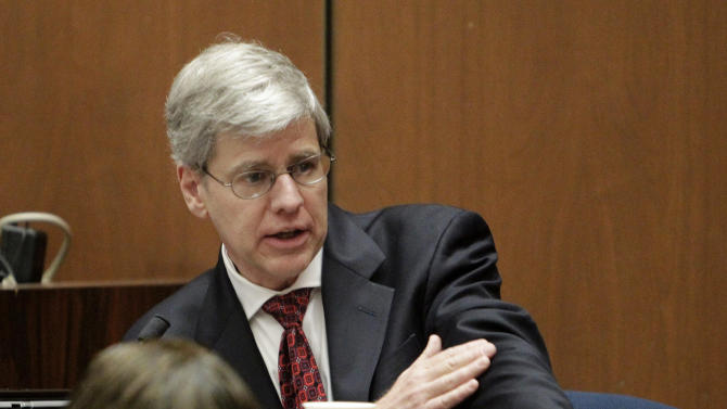 Anesthesiology expert Dr. Steven Shafer testifies during Dr. Conrad Murray's involuntary manslaughter trial in Los Angeles, Thursday, Oct. 20, 2011. Murray has pleaded not guilty and faces four years in prison and the loss of his medical license if convicted of involuntary manslaughter in Michael Jackson's death. (AP Photo/Reed Saxon, Pool)