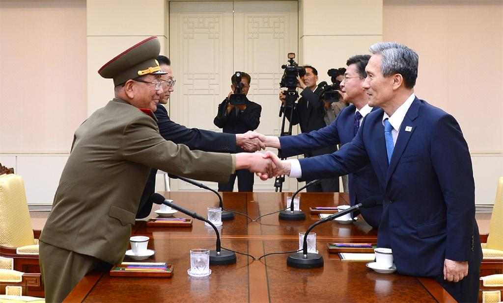 North, South Korea hold rare talks