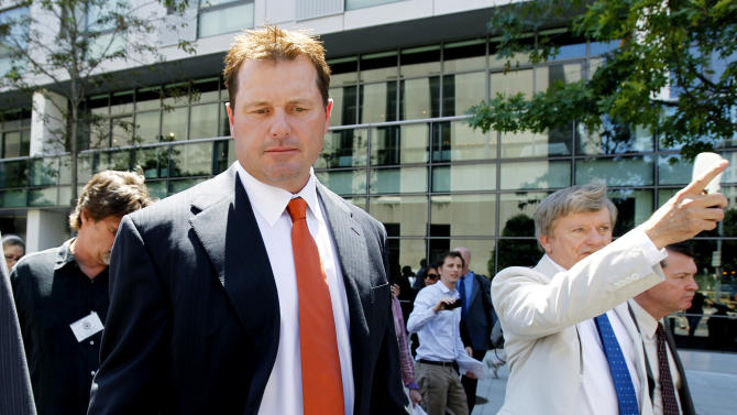 Former Major League baseball pitcher Roger Clemens, left, and his attorney Rusty Hardin, right, leave federal court in Washington, Thursday, July 14, 2011, after the judge declared a mistrial in his perjury trial after prosecutors showed jurors evidence that the judge had ruled out of bounds.  (AP Photo/Manuel Balce Ceneta)