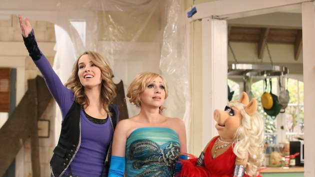 Bridgit Mendler, Leigh-Allyn Baker and Miss Piggy are seen in 'Good Luck Charlie's 'Duncan Dream House' episode  -- Disney Channel