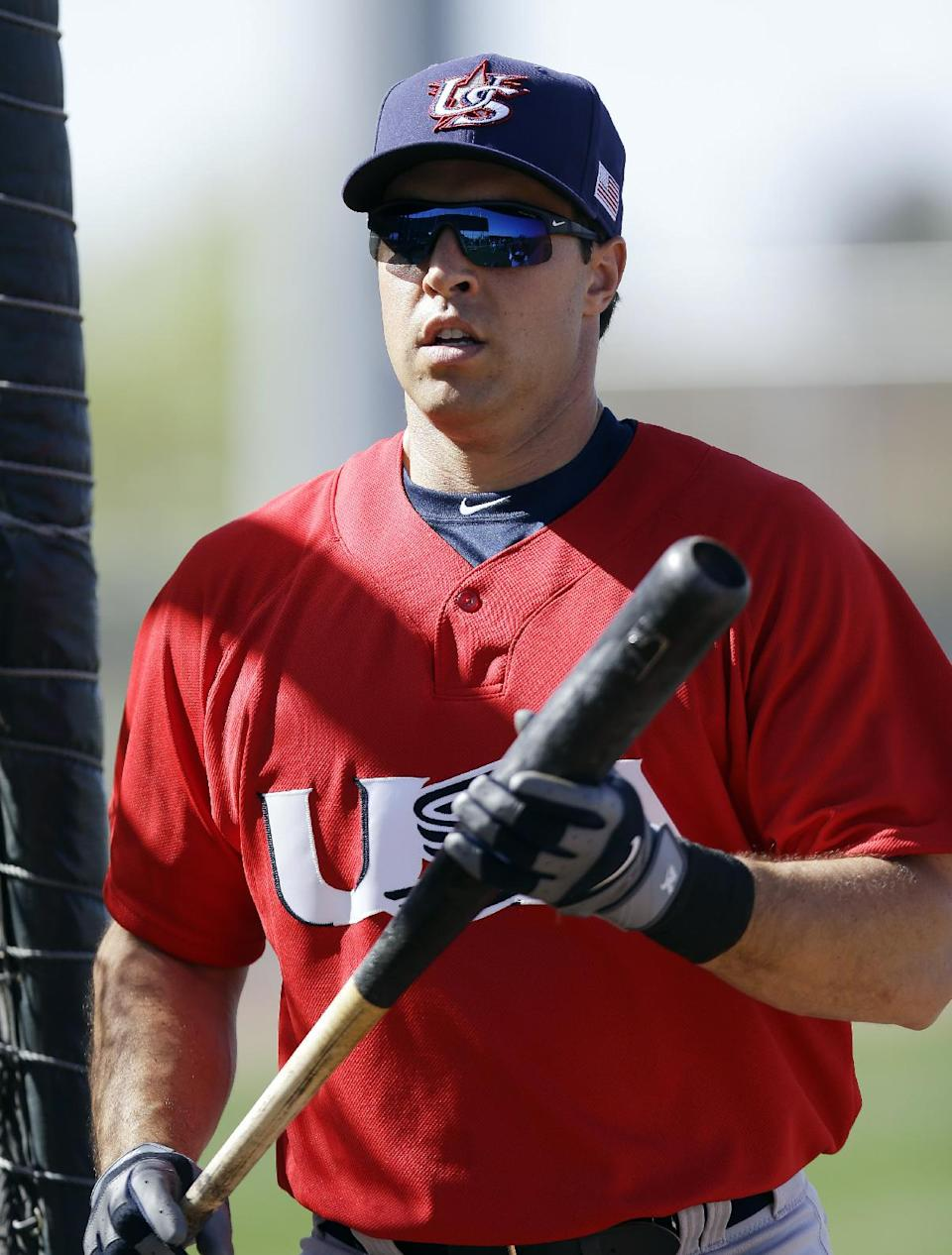 United States' Mark Teixeira takes batting practice during a training session in preparation for the World Baseball Classic on Monday, March 4, 2013 in Scottsdale, Ariz. The United States is scheduled to face Mexico in a first-round game on Friday in Phoenix. (AP Photo/Marcio Jose Sanchez)