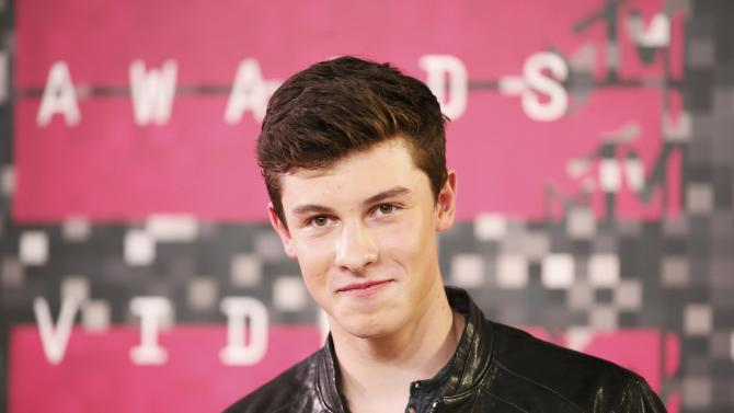 Shawn Mendes arrives at the 2015 MTV Video Music Awards in Los Angeles