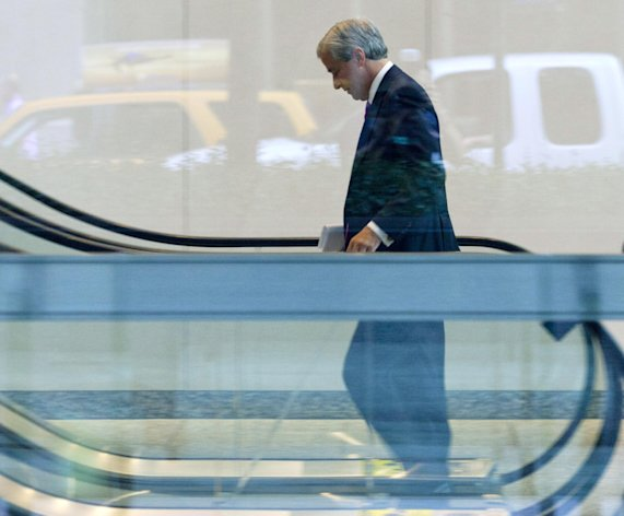 JPMorgan Chase CEO Jamie Dimon enters the company headquarters, Friday, July 13, 2012, in New York. JPMorgan Chase, the largest bank in the United States, said Friday that its loss from a highly publicized trading blunder had grown to $4.4 billion in the most recent quarter, more than double the bank&#39;s original estimate of $2 billion. (AP Photo/Jin Lee)