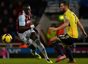 Sunderland's defender Phil Bardsley (R) fights …
