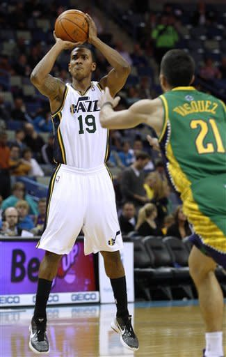 Kaman leads Hornets past Jazz 86-80