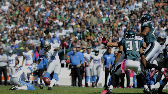 Detroit Lions kicker Jason Hanson (4) kicks a field goal during the first half an NFL football game against the Philadelphia Eagles, Sunday, Oct. 14, 2012, in Philadelphia.  (AP Photo/Michael Perez)
