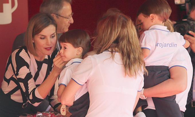 Queen Letizia of Spain shows her maternal side with newborn baby