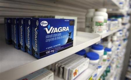 A box of Viagra, typically used to treat erectile dysfunction, is seen in a pharmacy in Toronto January 31, 2008. REUTERS/Mark Blinch