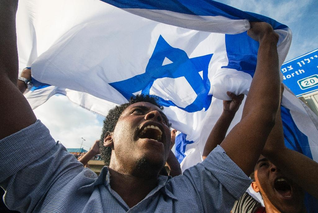 Police fire stun grenades at Tel Aviv rally by Ethiopian Israelis