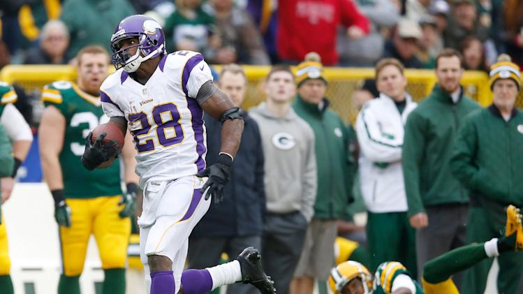 Minnesota Vikings running back Adrian Peterson breaks a for an 82-yard touchdown run during the first half of an NFL football game against the Green Bay Packers Sunday, Dec. 2, 2012, in Green Bay, Wis. (AP Photo/Tom Lynn)