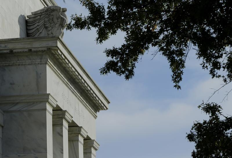 Fed gives largest U.S. banks extra year for debt rule calculation