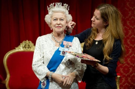 Anlsslich des diamantenen Thronjubilums von Knigin Elizabeth II. prsentiert Madame Tussauds in London jetzt eine neue Figur Monarchin. Es ist die 23. Ausgabe einer Figur der Queen. Sie kostet umgerechnet 187.000 Euro