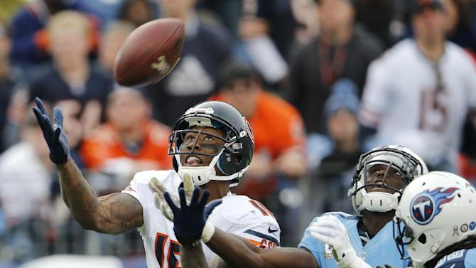 Chicago Bears wide receiver Brandon Marshall (15) catches a 39-yard touchdown pass ahead of Tennessee Titans cornerback Jason McCourty (30) in the fourth quarter of an NFL football game on Sunday, Nov. 4, 2012, in Nashville, Tenn. The Bears beat the Titans 51-20. (AP Photo/Joe Howell)