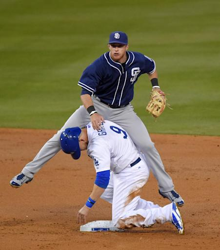 Pederson's 8th-inning homer helps Dodgers beat Padres 2-1