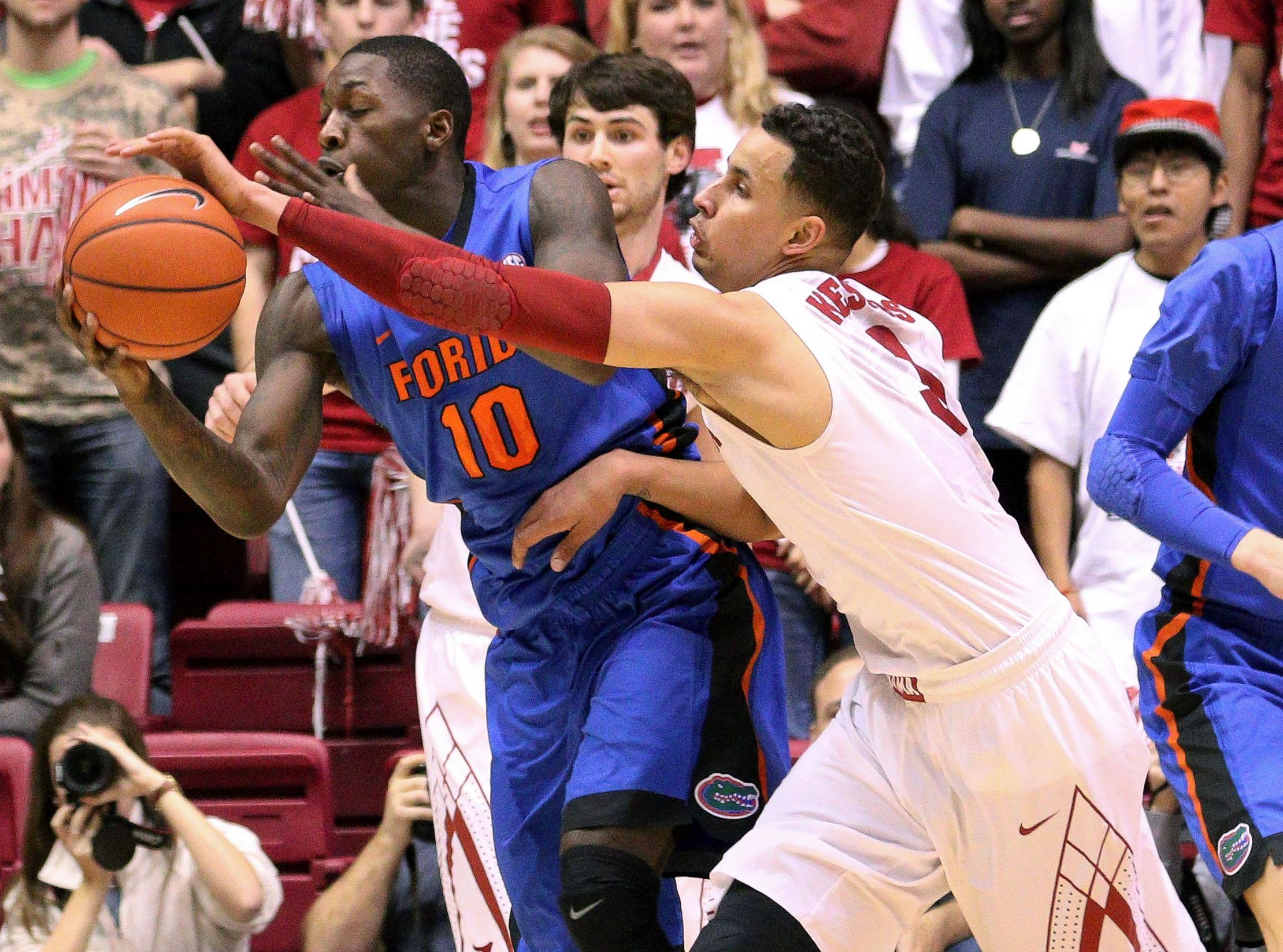 Dorian Finney-Smith saves Florida with go-ahead dunk, clinching block