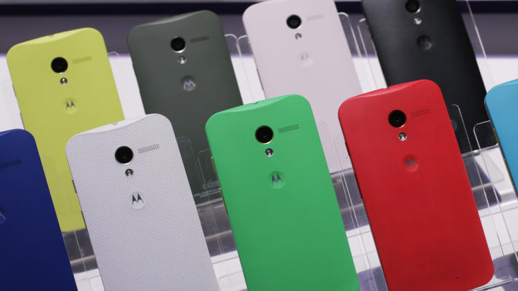 AP reviews new smartphones: Moto X and more