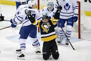 Comeau's hat trick lifts Penguins over Toronto …