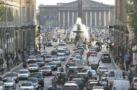 Car back up in rush hour traffic as they approach the Place de la Concorde