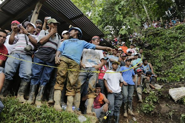 Frantic search as Nicaragua mine collapse traps 20