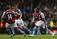 Darren Bent, right, celebrates scoring the equalising goal