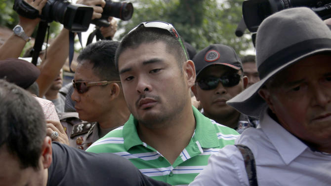 Michael Chan, center, brother of Andrew Chan, an Australian on death row, walks upon arrival at Wijayapura ferry port to cross to the prison island of Nusakambangan, in Cilacap, Central Java, Indonesia, Tuesday, April 28, 2015. Indonesia notified nine foreigners and a local man convicted of drug trafficking over the weekend that their executions will be carried out within days, ignoring appeals by the U.N. chief and foreign leaders to spare them. (AP Photo/Tatan Syuflana)