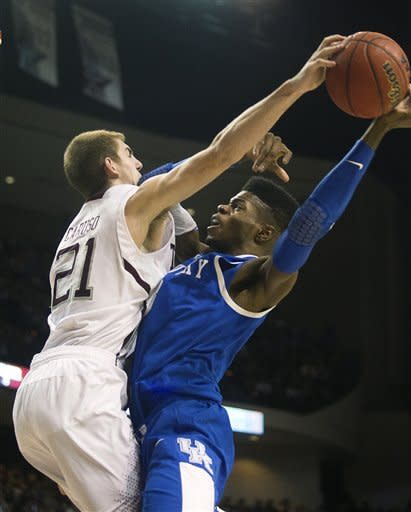 Kentucky outlasts A&M for 72-68 overtime win