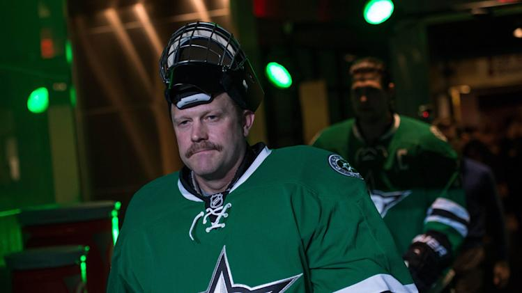 With Lehtonen down, Tim Thomas time in Texas