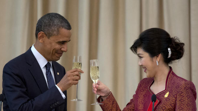 U.S. President Barack Obama, left, and Thai Prime Minister Yingluck Shinawatra toast during an official dinner at Government House in Bangkok, Thailand, Sunday, Nov. 18, 2012. (AP Photo/Carolyn Kaster)