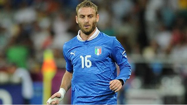 Roma slap €100m price tag on De Rossi