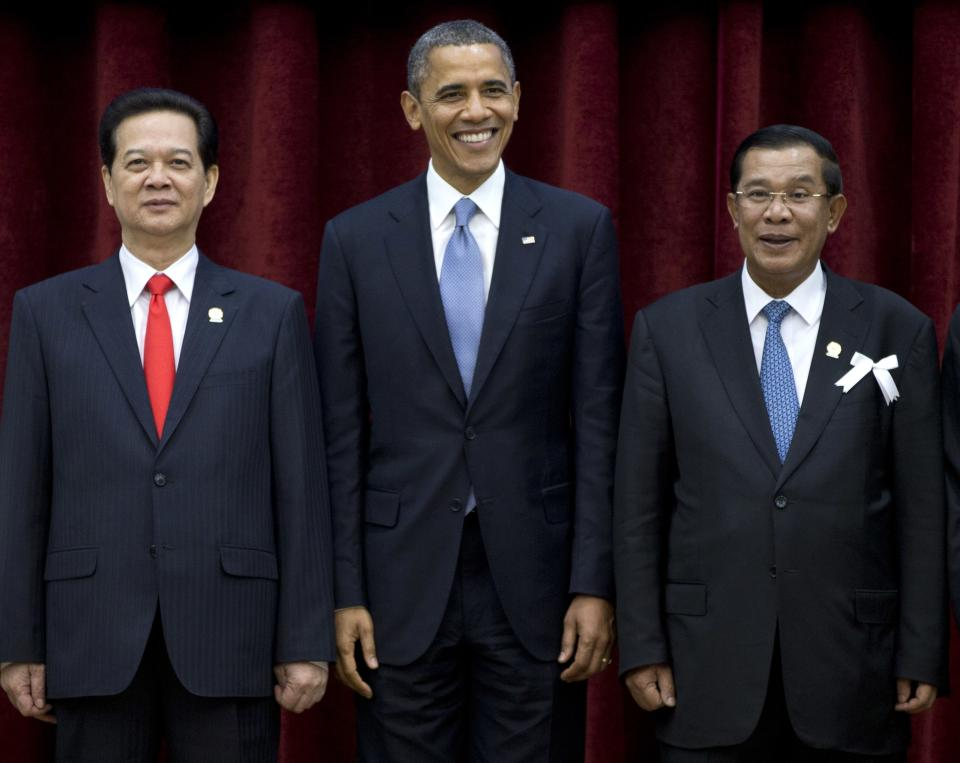 U.S. President Barack Obama, center, stands with Cambodia's Prime Minister Hun Sen, right, and Vietnam's Prime Minister Nguyen Tan Dung during a family photo session of the East Asia Summit at the Peace Palace in Phnom Penh, Cambodia, Monday, Nov. 19, 2012. (AP Photo/Carolyn Kaster)