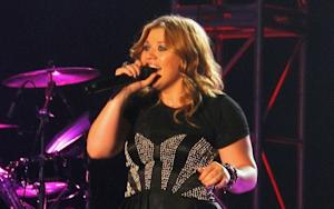Kelly Clarkson Endorses Ron Paul; Bon Jovi Death Hoaxer Speaks
