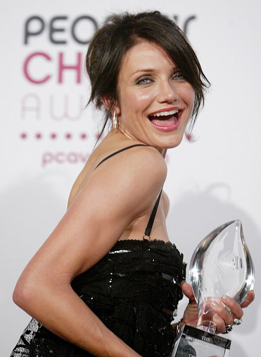 Cameron Diaz wins Favorite Leading Lady at The 33rd Annual People's Choice Awards. 