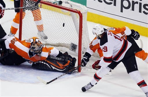 Devils erupt in 4-1 win over Flyers, tie series