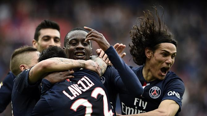 PSG's midfielder Ezequiel Lavezzi (C) is congratuled by Blaise Matuidi (C) and Edinson Cavani (R) during the French L1 football match between Paris Saint-Germain and Lille on April 25, 2015