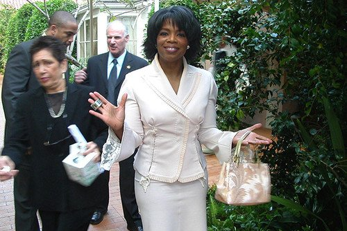 Oprah Winfrey tweets love for Microsoft Surface... from an iPad. Twitter, Microsoft, iPad, Tablets, Microsoft Surface 0
