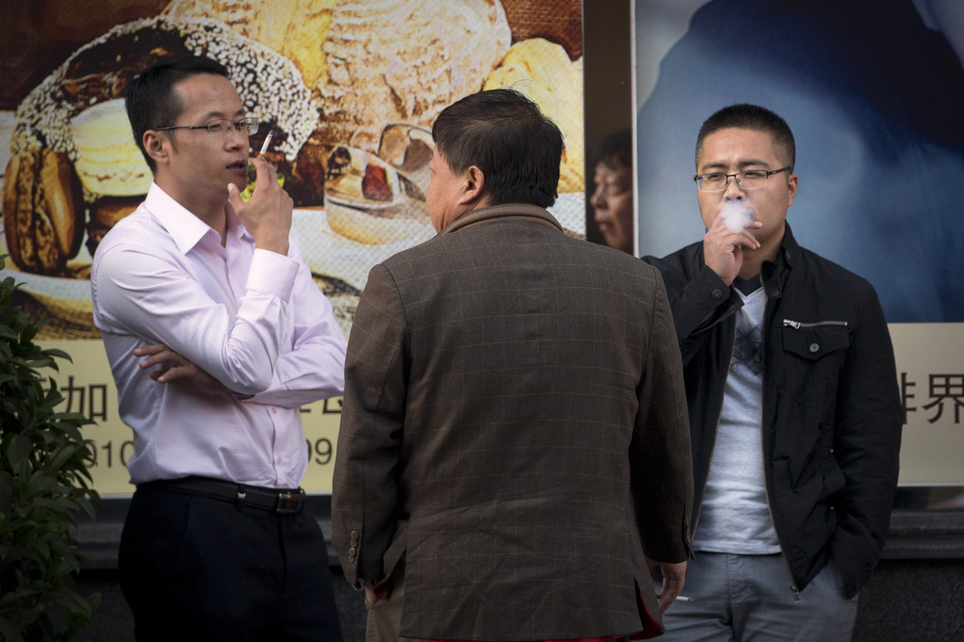 Studies say 1/3 of young men in China to die from smoking