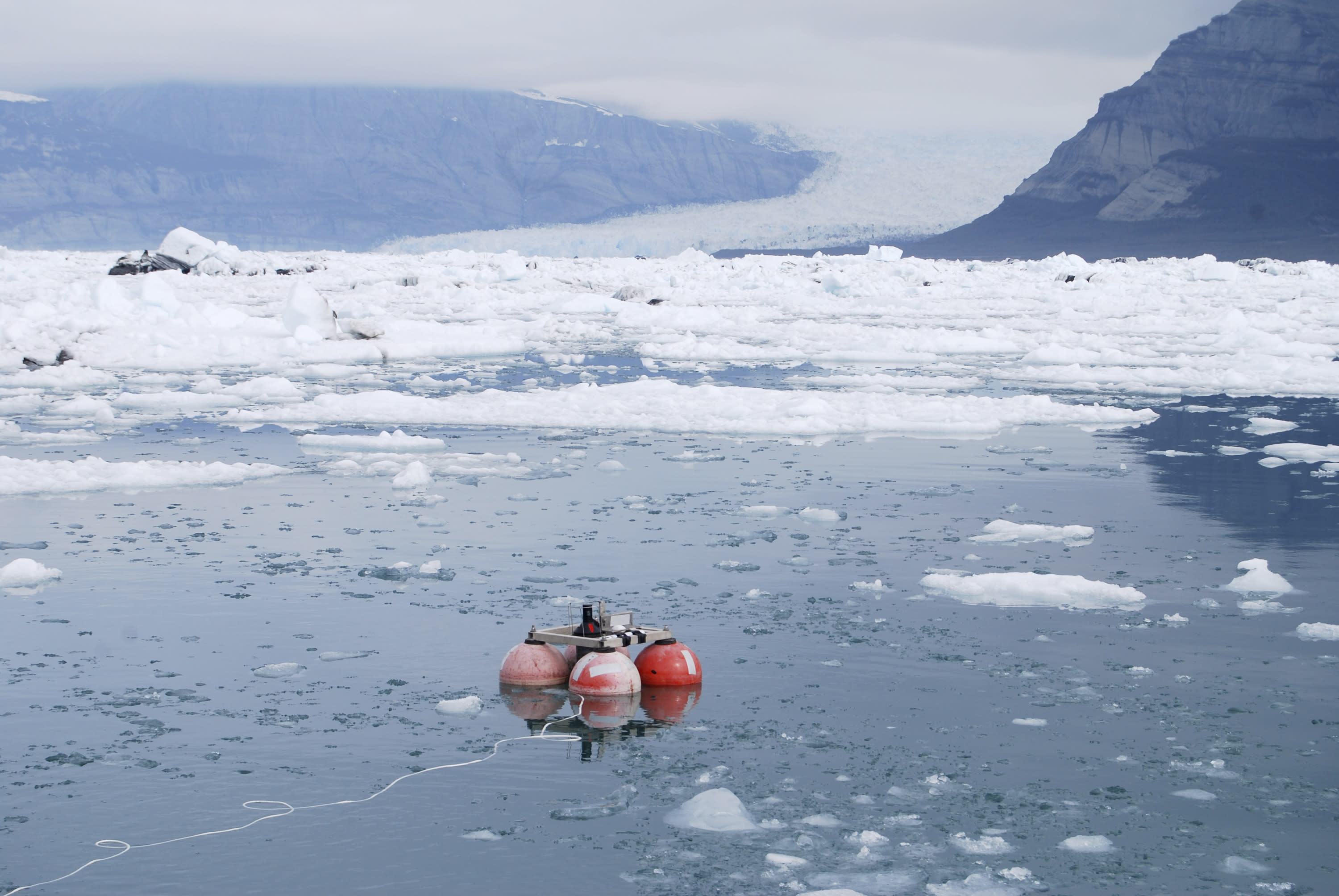 Bubbles from glacier ice turn up the noise in Alaska fjords