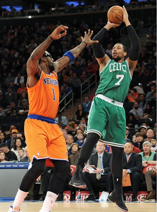 PFX1. New York (United States), 08/12/2013.- Boston Celtics' center, Jared Sullinger (R) shoots over New York Knicks' forward Amar'e Stoudemire in the first half of the NBA game between th