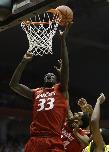 Cincinnati beats No. 25 Marquette 71-69 in OT