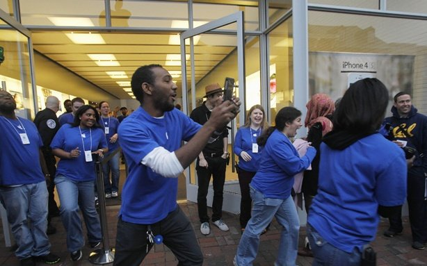 At Least Some Apple Store Employees Love Their Low Paid Work