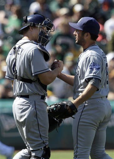 Clayton Richard pitches Padres to 2-1 win over A's